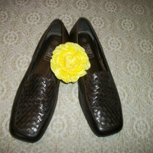 SWEET LEATHER UPPERS CUTE WOVEN TOE LOAFERS 10